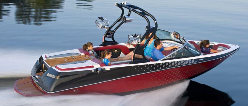 Inboard Ski/Wakeboard Boat